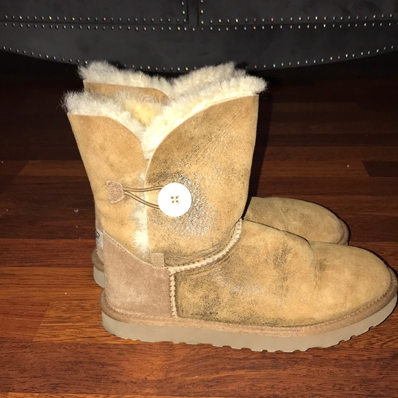 Chestnut bailey button low Uggs